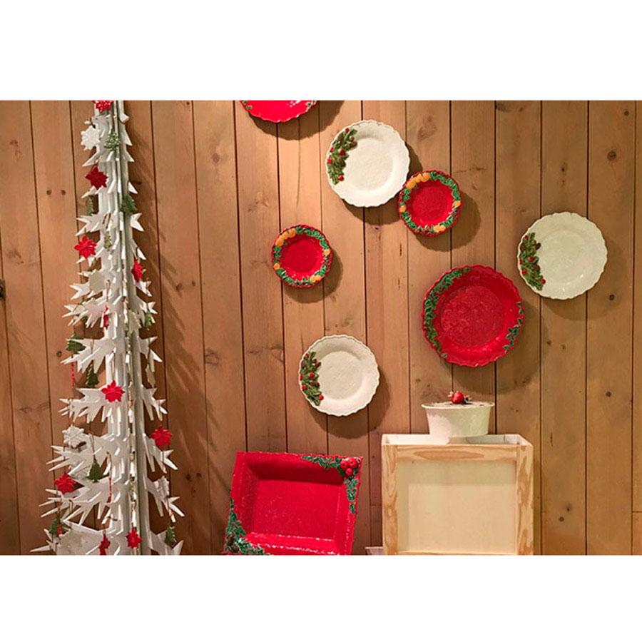 Блюдо красного цвета Bordallo Pinheiro Рождественская гирлянда 35,5см