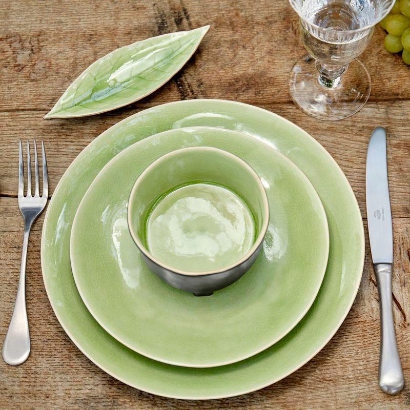 Тарелка обеденная светло-зелёная Costa Nova Riviera