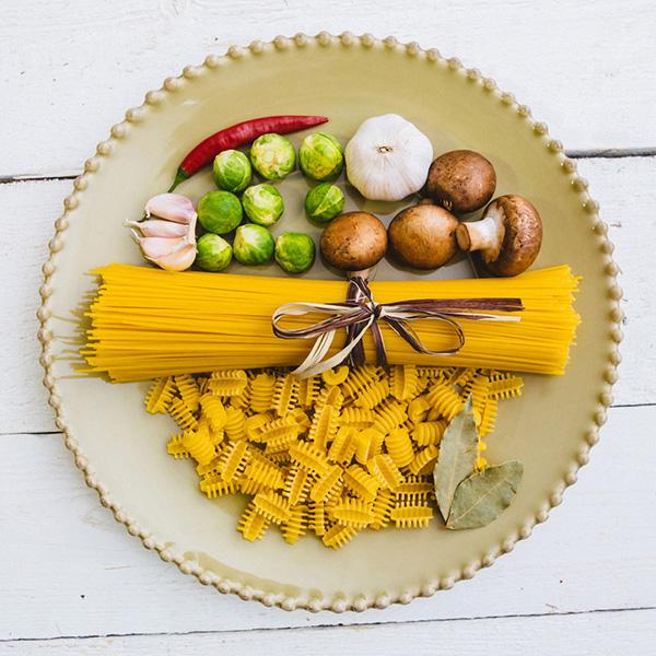 Блюдо для нарезки Costa Nova Pearl зеленого цвета 33см