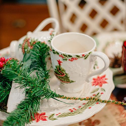 Белая чашка Bordallo Pinheiro Рождество, фото