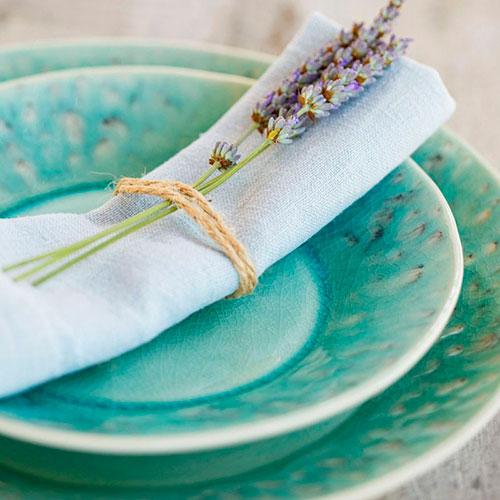Голубая тарелка для салата Costa Nova Madeira с эффектом трещин, фото